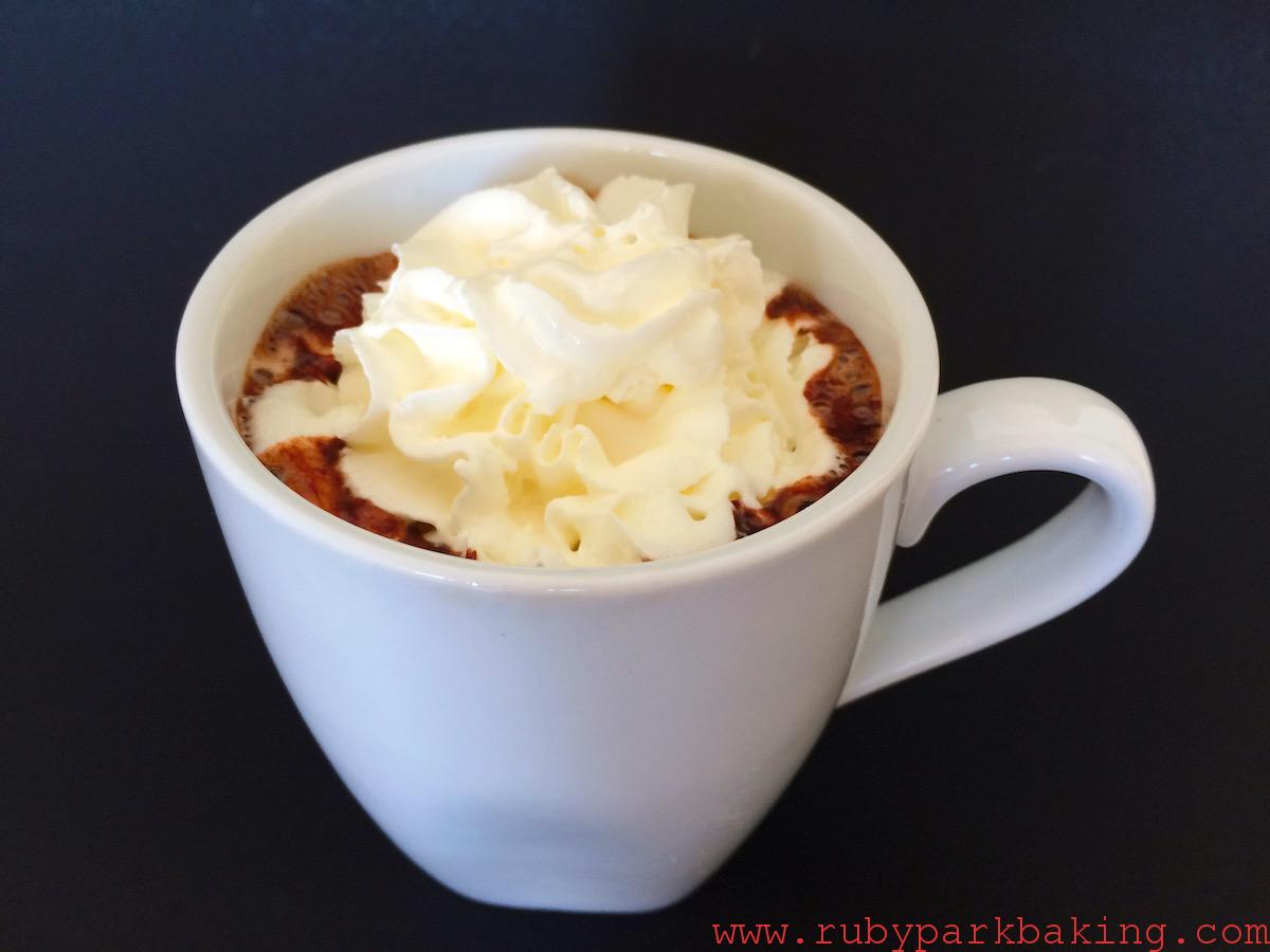 Homemade hot chocolate on rubyparkbaking.com