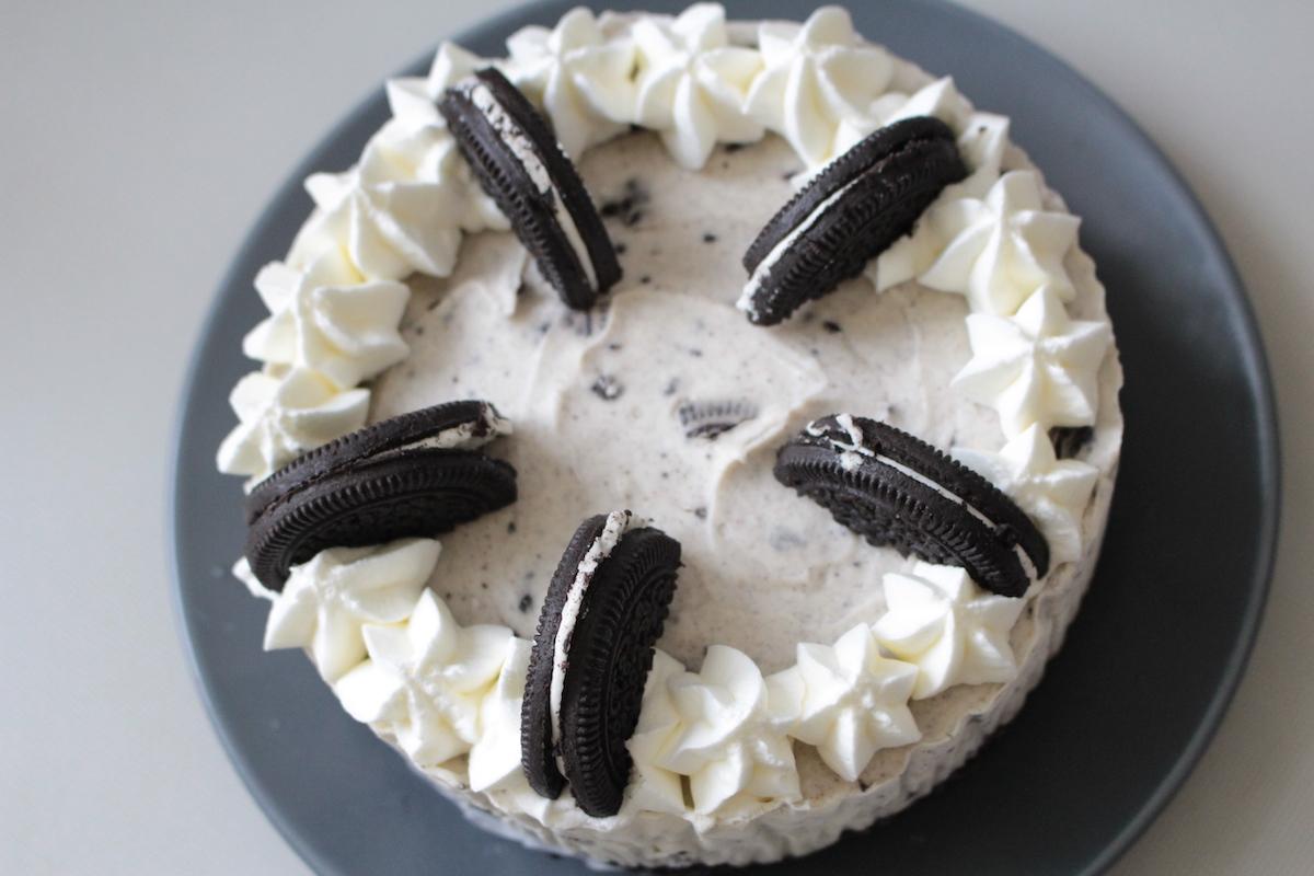 【焼かないスイーツ】簡単オレオチーズケーキのレシピ!混ぜて冷やすだけで完成【初心者OK】