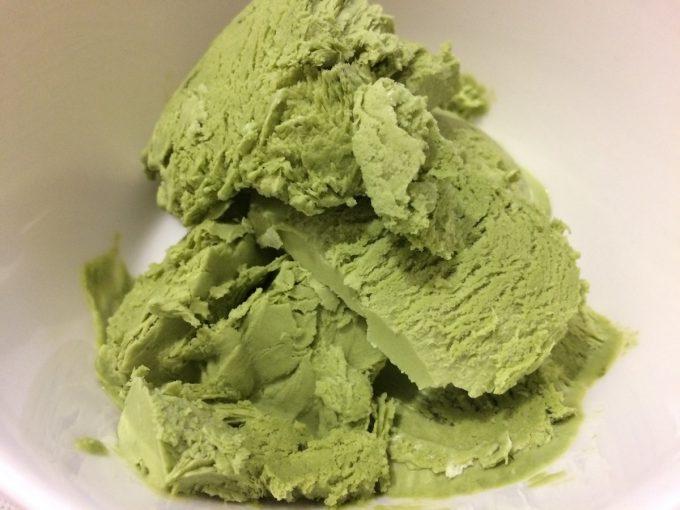 【卵なし】濃厚抹茶アイスクリームのレシピ!生クリーム消費にも【混ぜるだけ簡単】