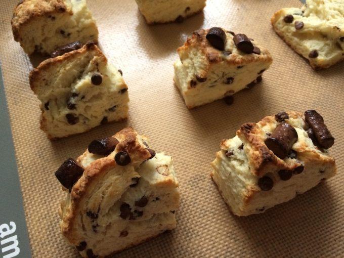 【スタバ風】ココナッツオイルのチョコチャンクスコーンのレシピ【簡単で美味しい】