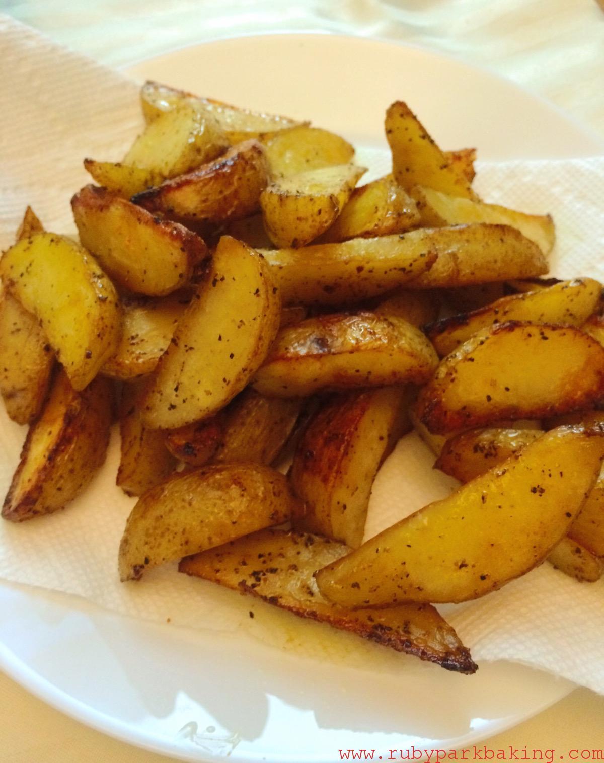 Homemade oven baked potato wedges on rubyparkbaking.com